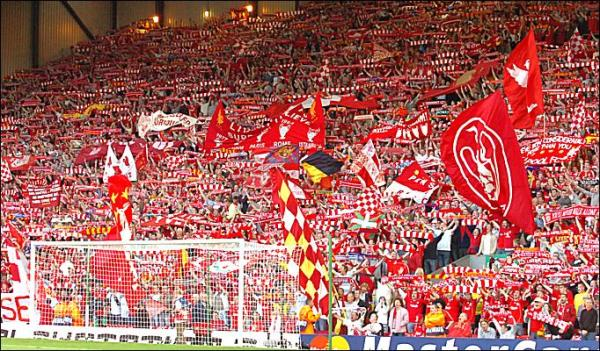 Hva er Stratford End og glory glory Man United sammenlignet med You`ll never walk alone og The Kop?